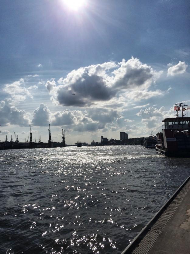 Hamburg Hafen Landungsbrücken tastesheriff