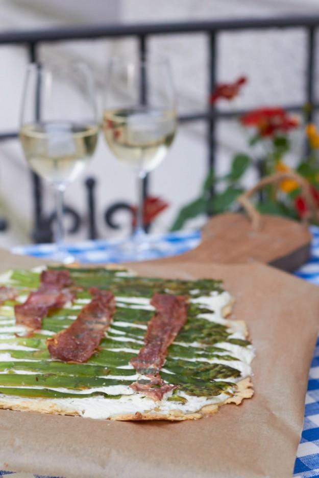 Flammkuchen mit gruenem Spargel und Schinken #ichbacksmir  #flammkuchen http://www.tastesheriff.com/