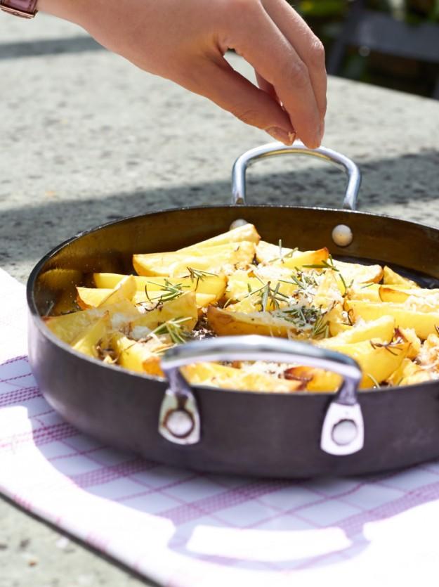 überbackene Parmesan Kartoffeln mit Rosmarin tastesheriff.com