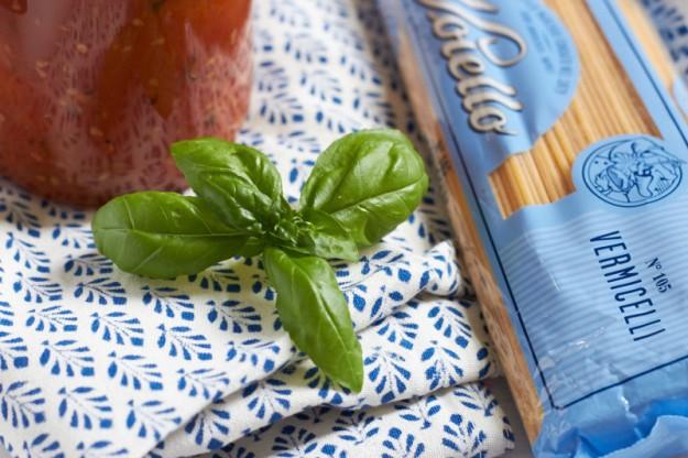Das Thema bei #postausmeinerküche lautet: Sommer im Glas. Ein köstliches Rezept für Ofentomaten gibt es auf  http://www.tastesheriff.com/