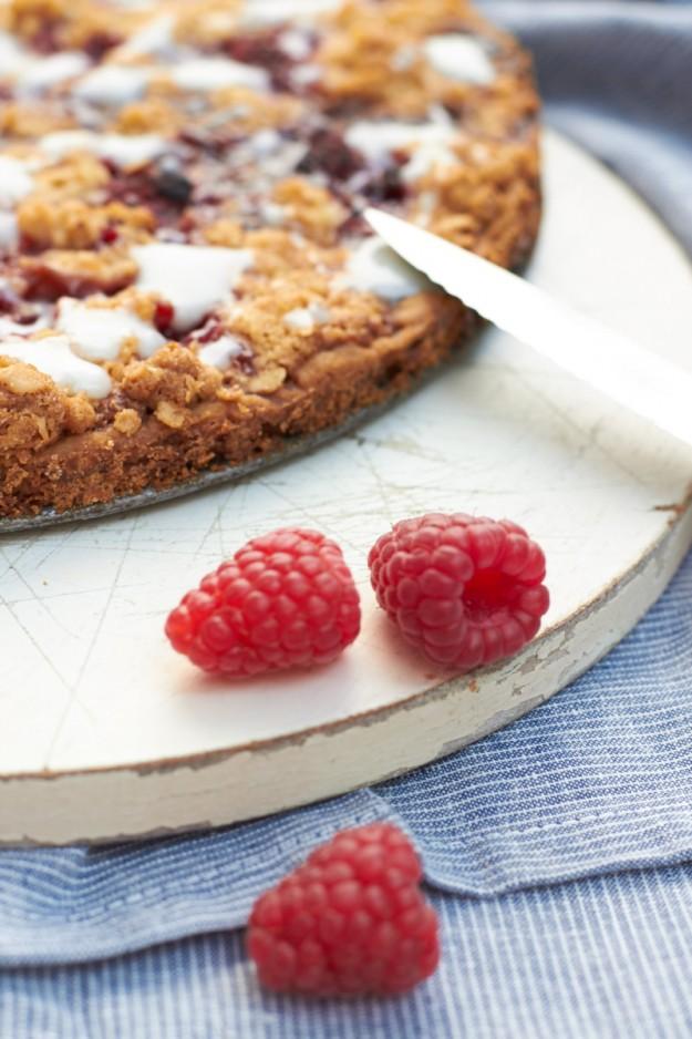 Das #ichbacksmir Thema für August lautet Streuselkuchen. Ein leckeres Rezept für einen Himbeer Streuselkuchen gibt es bei tastesheriff.com