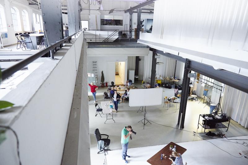 zurück im Fotostudio – behind the scenes bei der Fotoproduktion von WIE EINFACH