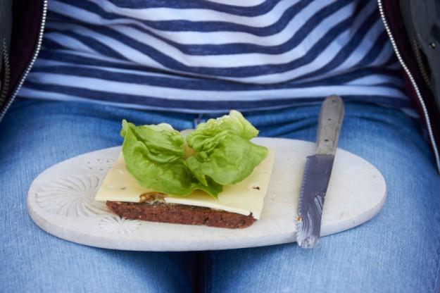 Ein leckeres Picknick auf der Faehre mit Milram Käse.