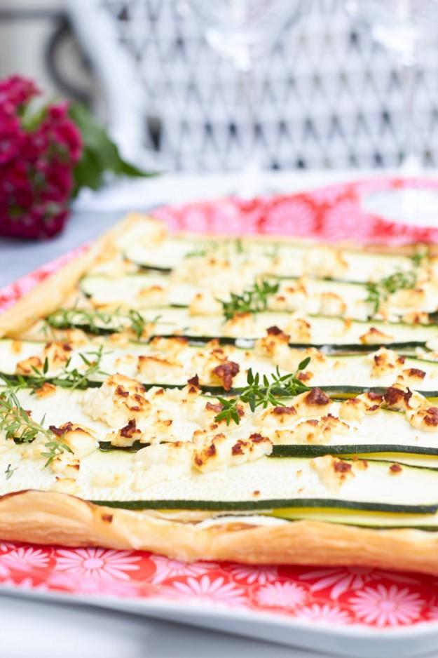 Leckere Tarte mit Zucchini und Feta - super schnell zubereitet.