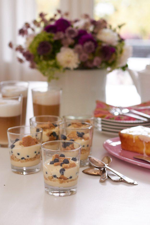 ein schöner Nachmittag mit Freunden und jede Menge Mandel-Macchiato, Zitronen-Pudding-Kuchen und Schichtspeisen