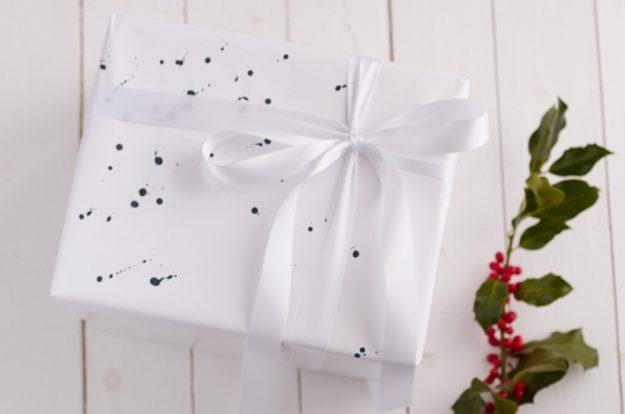 Geschenkverpackung mal anders - Weihnachten in schwarz/weiß.