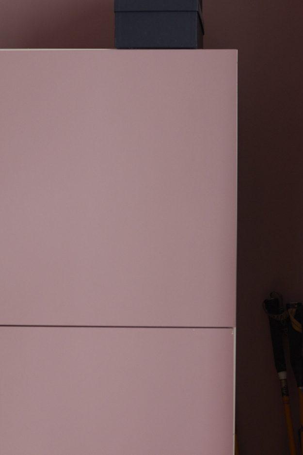 So kann man die Ikea Schränke in seiner Wunschfarbe anstreichen. Ein DIY aus dem Schlafzimmer des Tastesheriffs.
