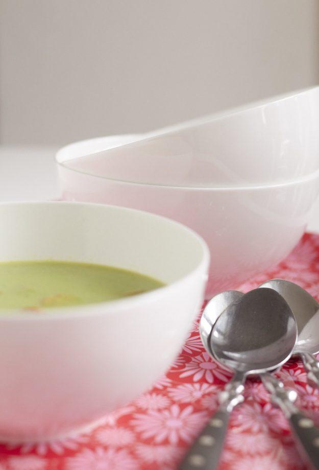 Ein leckeres Rezept für eine frische und schnelle Erbsensuppe