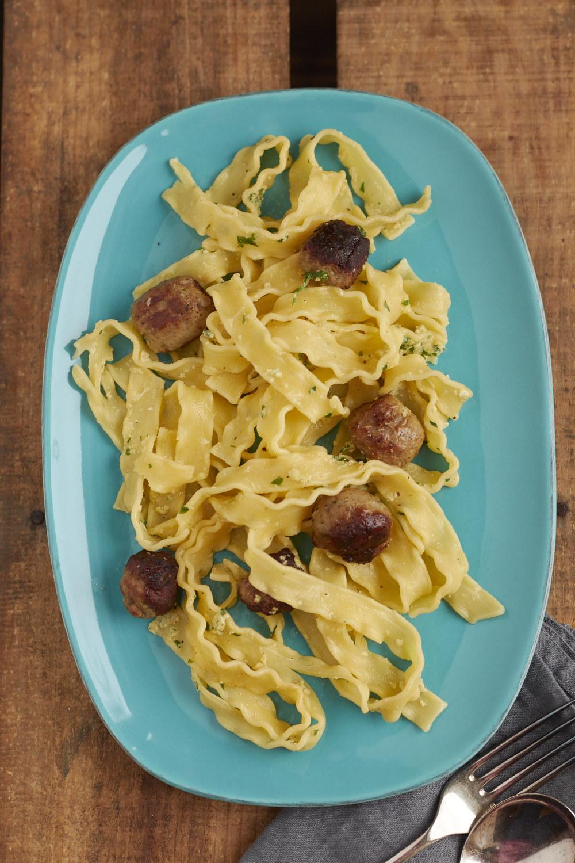Wuerstchen-Carbonara aus Jamie\'s 5 Zutaten Küche