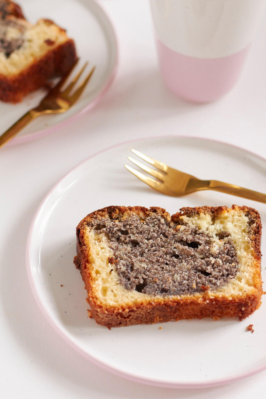 diesen sonntag gibt es einen schneller mohn joghurt kuchen tastesheriff. Black Bedroom Furniture Sets. Home Design Ideas