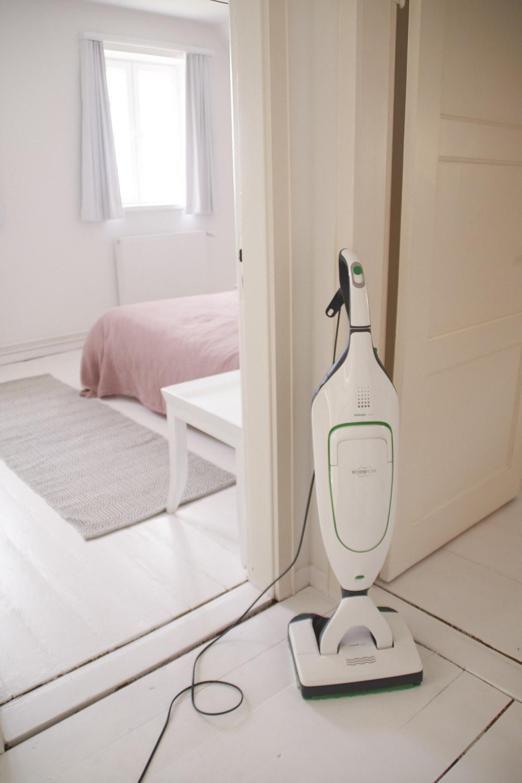 dielenboden weiss lackieren und bodenpflege tastesheriff. Black Bedroom Furniture Sets. Home Design Ideas