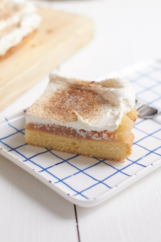 Zum Sonntag Ein Leckerer Apfelmus Schmand Kuchen Vom Blech