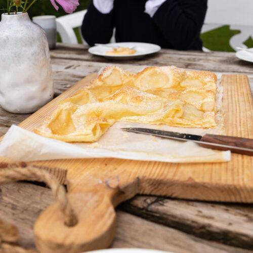 Mit wenig Aufwand und nur ein paar Zutaten überzeugt diese Birnen Blätterteig Tarte nicht nur uns, sondern auch spontane Gäste!